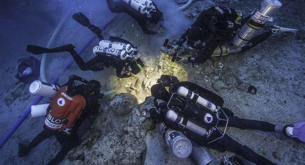 """Podwodni archeolodzy znaleźli we wraku okrętu w pobliżu wyspy Antykithira, gdzie swego czasu został znaleziony słynny mechanizm z Antykithiry, czyli komputer starożytnych Greków, szczątki członka załogi tego """"high-tech"""" okrętu"""