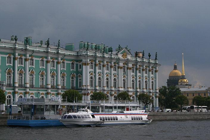 Odwiedzam muzea (jest ich w Petersburgu ponad 200!), zwiedzam zabytki, chodzę po ulicach i fotografuję wszystko, co mnie zaciekawi.