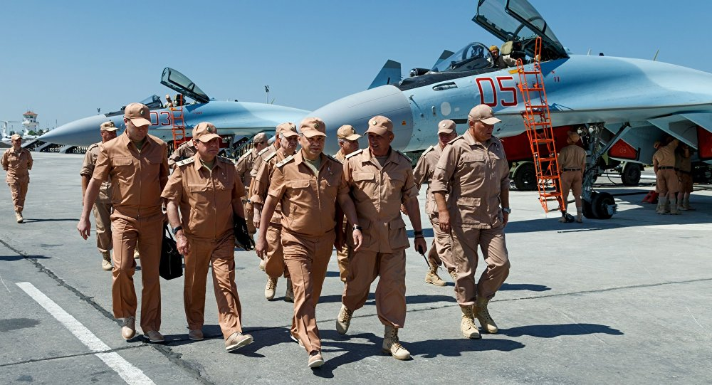 Minister obrony Rosji Siergiej Szojgu z wizytą w bazie lotniczej Hmeimim w Syrii