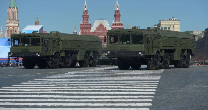 Iskander-M to system rakiet taktycznych, których zasięg wynosi 500-700 km