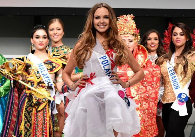 Miss Polski Magdalena Bieńkowska podczas konkursu Miss International Beauty Pageant 2016 w Tokio