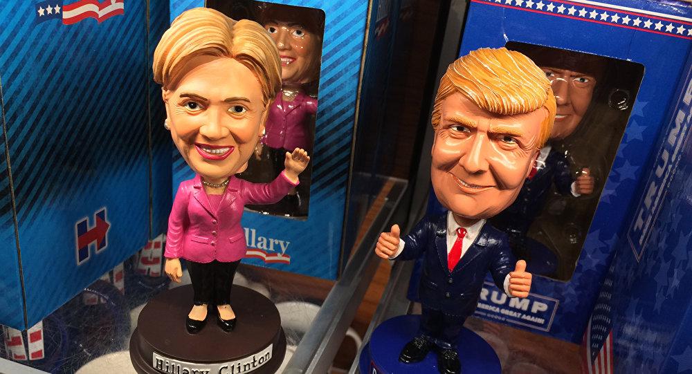 Figurki przedstawiające kandydatów na prezydenta USA Hillary Clinton i Donalda Trumpa