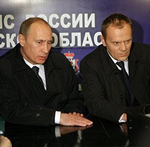 Władimir Putin i Donald Tusk w  Smoleńsku