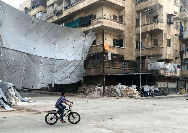 Punkt kontrolny Bustan al-Qasr w miejscu, gdzie rozpoczyna się korytarz dla bojowników, którzy zdecydowali się złożyć broń i opuścić wschodnie Aleppo