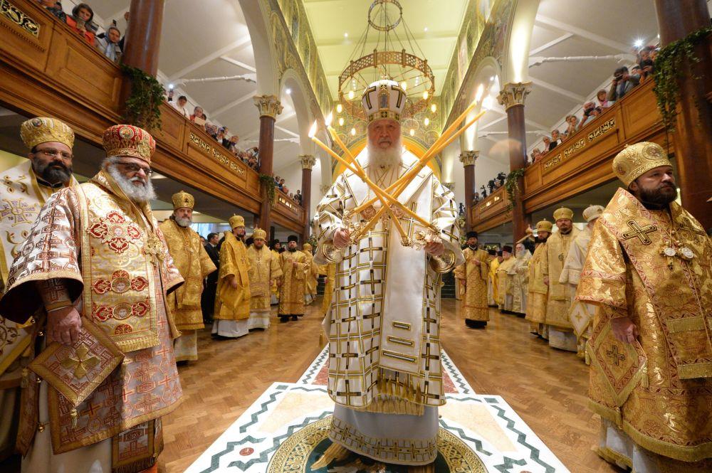 Patriarcha Moskwy i Całej Rusi Cyryl podczas mszy w największej świątyni rosyjskiej w Londynie