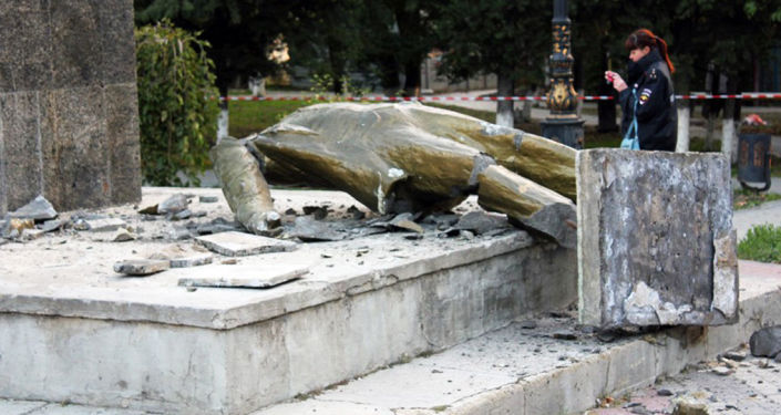 Krym: nieznani sprawcy zrzucili Lenina z postumentu