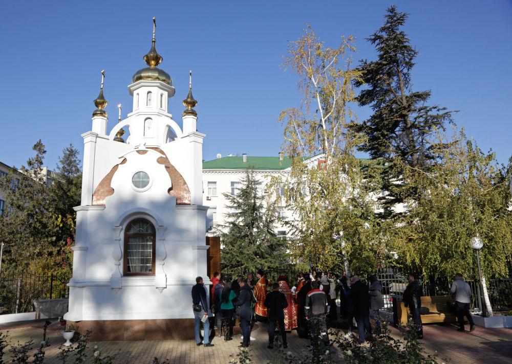 Kaplica została zbudowana koło murów krymskiej prokuratury za pieniądze z ofiar pracowników resortu. Budowa zaczęła się około roku temu. Inicjatywa należy do Natalii Pokłońskiej.