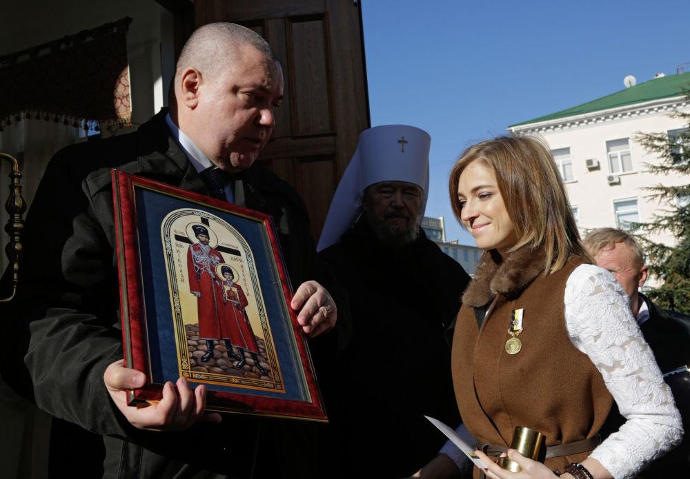 Kaplica została zbudowana ku czci św. carskich męczenników – cara Mikołaja II, carycy Aleksandry Fiodorowny, wielkich kniagiń Olgi, Tatiany, Marii, Anastasii i carewicza Aleksieja.