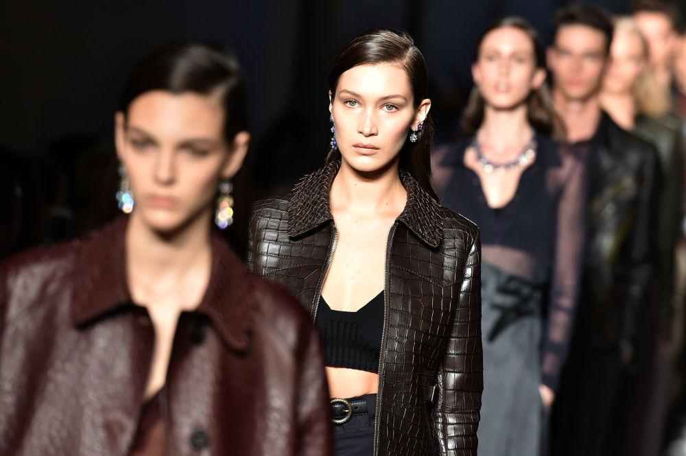 Kariera modelki może i pozostałaby marzeniem, gdyby w wieku lat 16 Bella Hadid nie zrobiła operacji plastycznej nosa.  Z nowym ślicznym noskiem dziewczyna udała się na podbój świata mody.