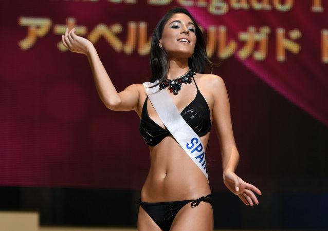 Miss Hiszpania Anabel Delgado Torres podczas prób finału konkursu piękności Miss International Beauty Pageant  w Tokio