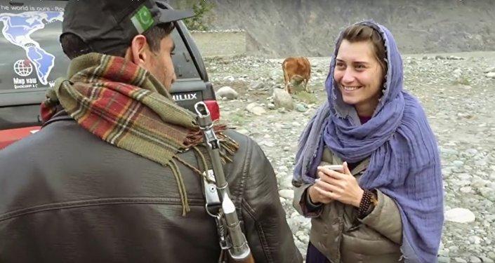 Kadr z filmu Niejedwabny szlak