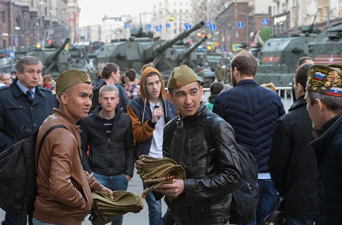Sprzedawcy pilotek, ulica Twierskaja w Moskwie