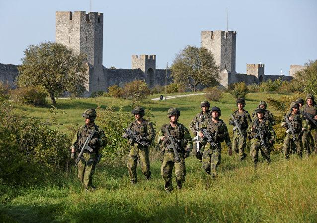 Szkolenie jednostki wojskowej na wyspie Gotland