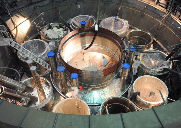 Montowanie reaktora w Biełojarskiej elektrowni atomowej