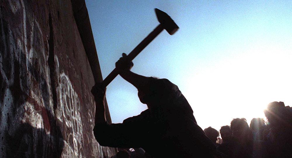Upadek muru berlińskiego. listopad 1989 r.