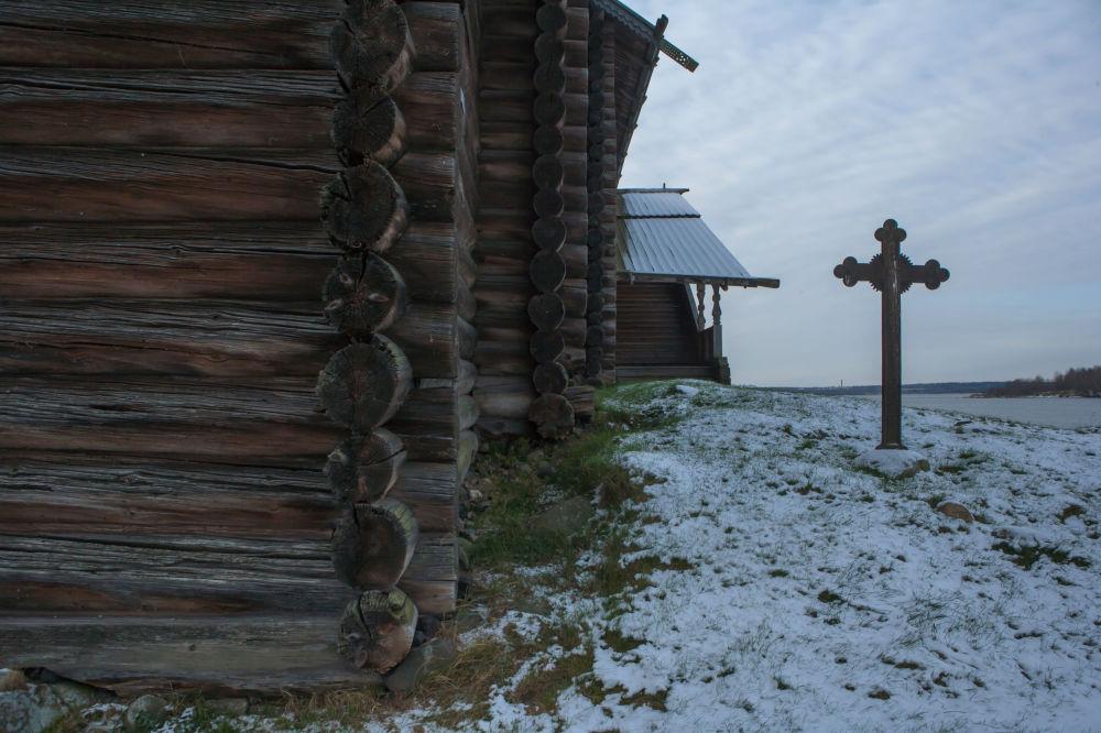 Obecna drewniana cerkiew jest już czwartą, wybudowaną w tym miejscu. Powstała w 1774 roku, u schyłku epoki architektury drewnianej.