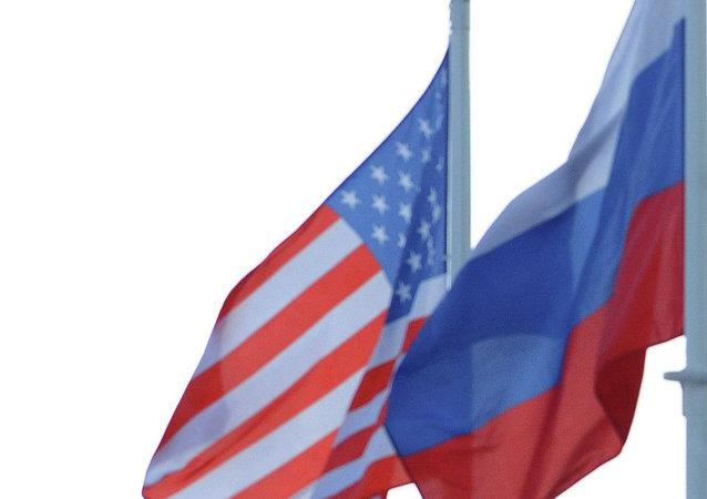 Rosyjska i amerykańska flagi