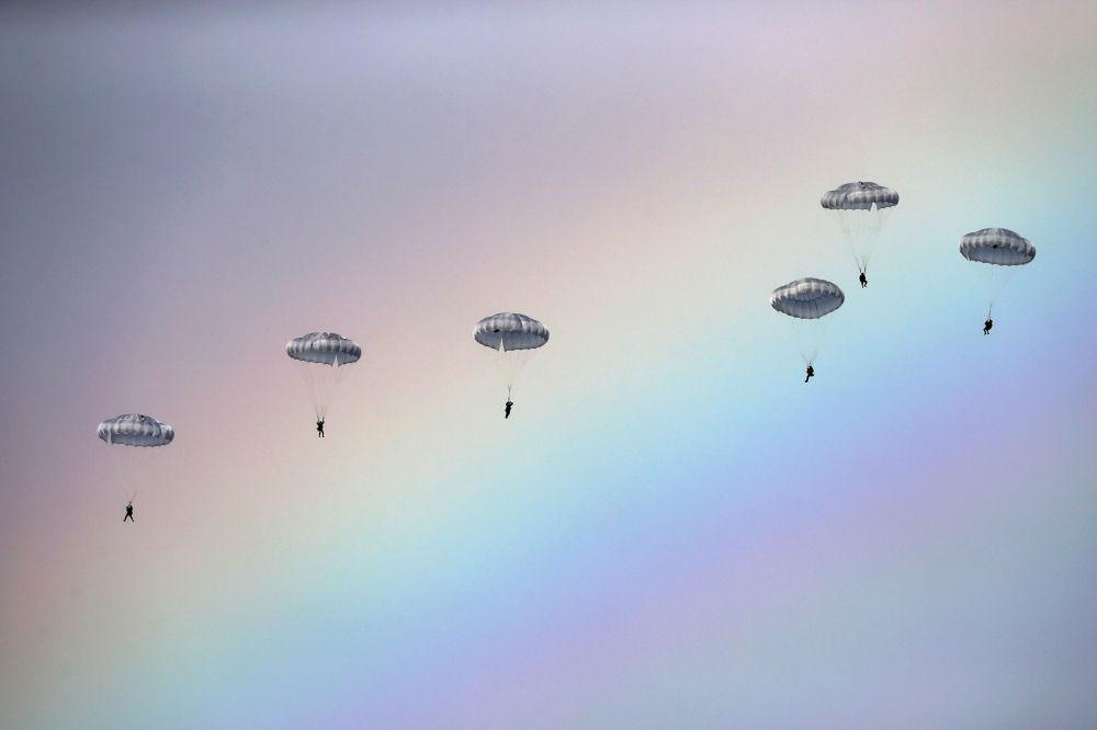 Federację Rosyjską reprezentują żołnierzez oddzielnego batalionu zwiadowczego z Iwanowskiej Jednostki Wojsk Powietrzno-Desantowych i lotniczo-taktyczna grupa lotnictwa wojskowo-transportowego Sił Powietrzno-Kosmicznych Rosji z Orenburga.