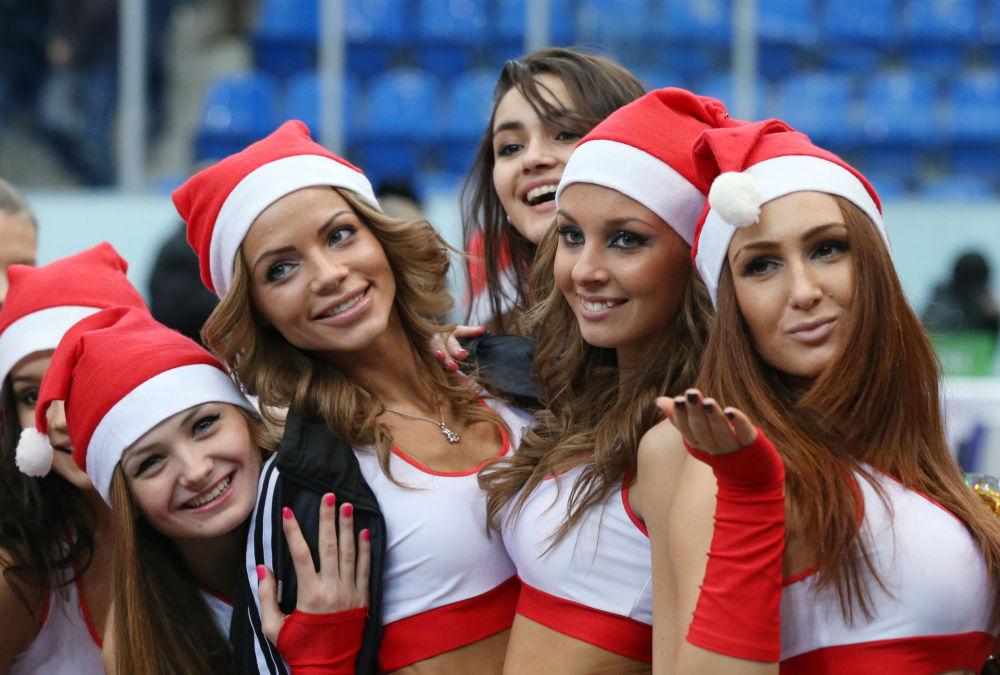 Drużyna cheerleaderek Niżnego Nowogrodu podczas meczu sezonu zasadniczego VTB United League