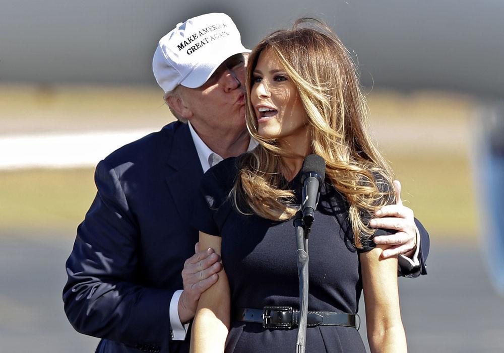 """Melania Trump aktywnie wspierała swojego męża w trakcie kampanii wyborczej. – Mąż będzie się koncentrował na jednym: Ameryka jest pięknym krajem, który on bardzo mocno kocha""""."""