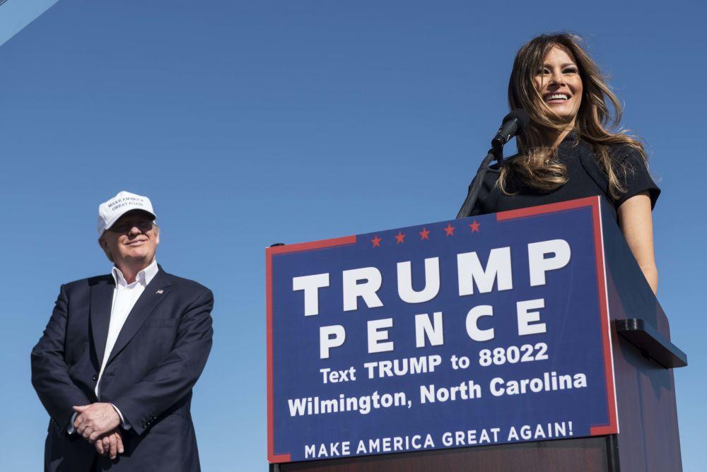 Donalda Trumpa Melania poznała w 1998 roku podczas jednaj z imprez na Manhattanie. Tramp poprosił młodszą o 24 lata modelkę o numer telefonu, ale – jak piszą niektóre media – Melania odmówiła, bo był bardzo pijany.