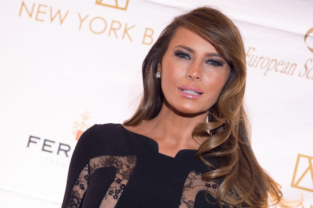 Dla kariery modelki Melania poddała się kilku operacjom plastycznym oraz w 1996 roku zmieniła nazwisko na lepiej brzmiące dla zachodniego ucha - Melania Knauss.