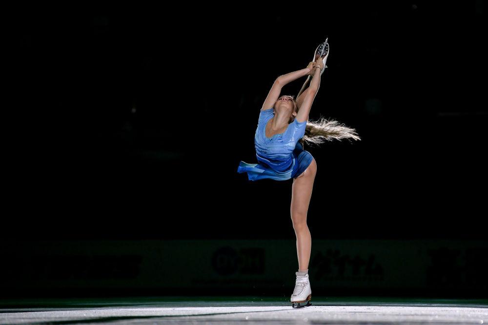 Rosjanka Jelena Radionowa podczas występów pokazowych III etapu Grand Prix w łyżwiarstwie figurowm  w Moskwie