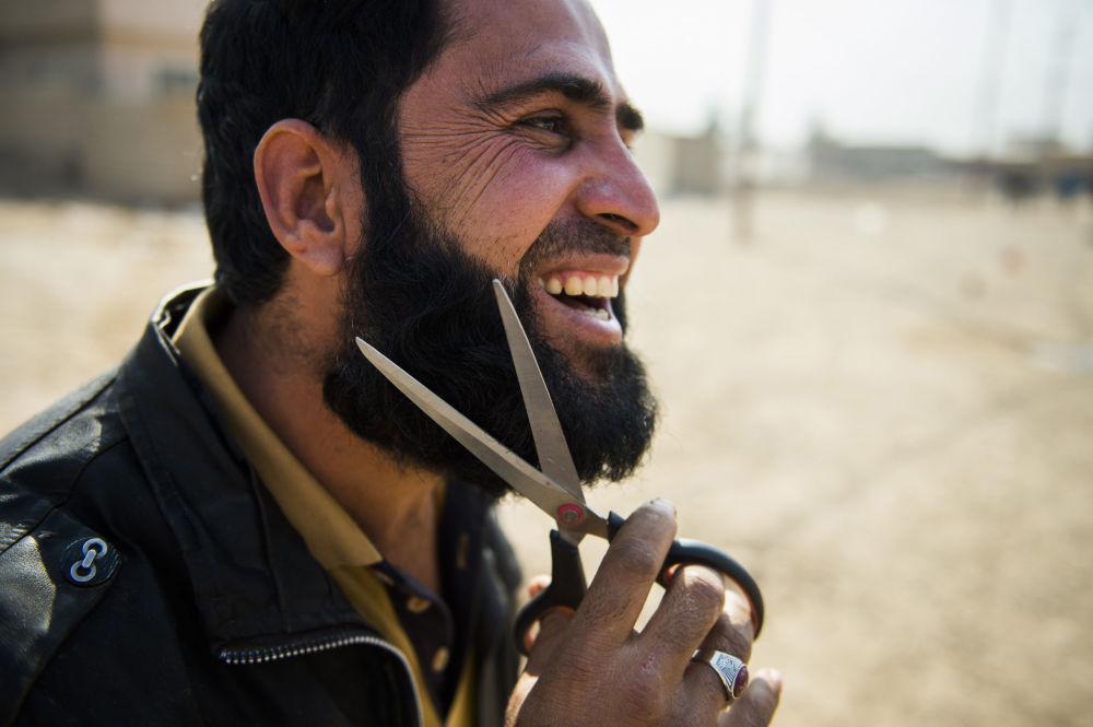 Irakijczyk na przedmieściach Mosulu