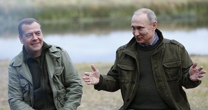 Prezydent Rosji Władimir Putin i premier Dmitrij Miedwiediew