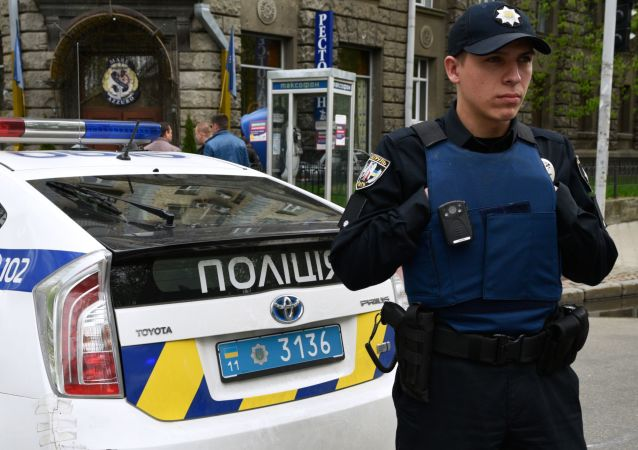 Pracownik ukraińskiej policji w Kijowie