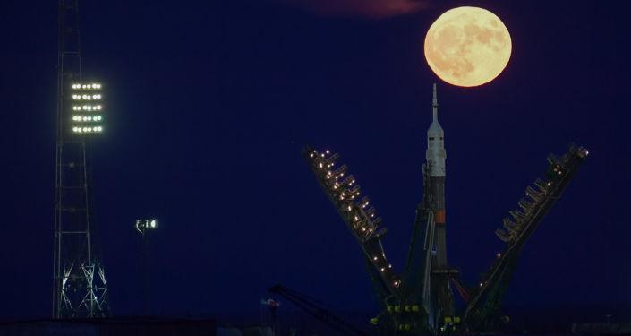 Superksiężyc na kosmodromie Bajkonur