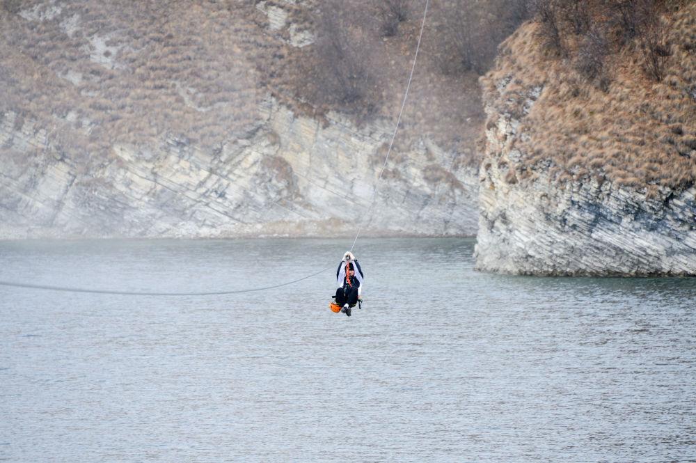 Jezioro Kiezienoj-Am nazywane jest perłą Kaukazu z powodu niezwykłego piękna.