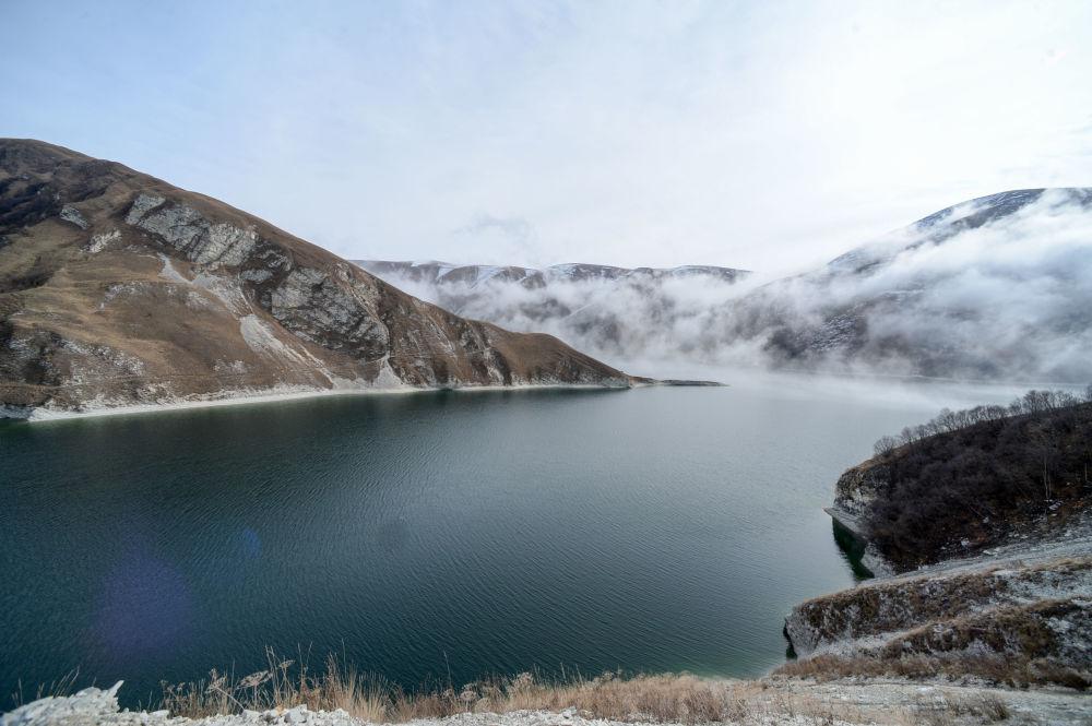 Kiezienoj-Am – największe i najgłębsze jezioro Kaukazu Północnego na granicy z Dagestanem, położone na wysokości 1870 metrów nad poziomem morza. Głębia jeziora wynosi 74 metry. Zajmuje ono obszar o powierzchni 2 na 2,7 kilometra.