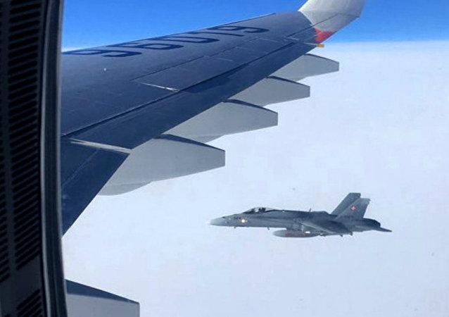 W piątek szwajcarskie myśliwce przez kilka minut eskortowały samolot pasażerski rosyjskiej delegacji na szczyt APEC w Peru. Do incydentu doszło w przestrzeni powietrznej Szwajcarii