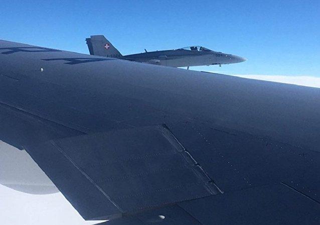 - Dwa myśliwce wielozadaniowe FA/18 przeprowadziły rutynową kontrolę - wyjaśnił rzecznik szwajcarskich sił zbrojnych Daniel Reist