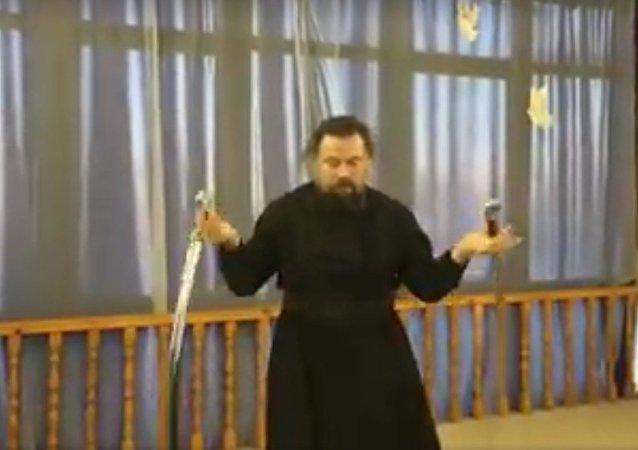 Protojerej Walerij Kolesnikow demonstruje swoje mistrzostwo w aikido