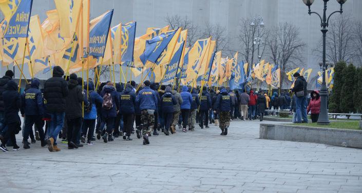 Marsz aktywistów batalionu Azow w Kijowie