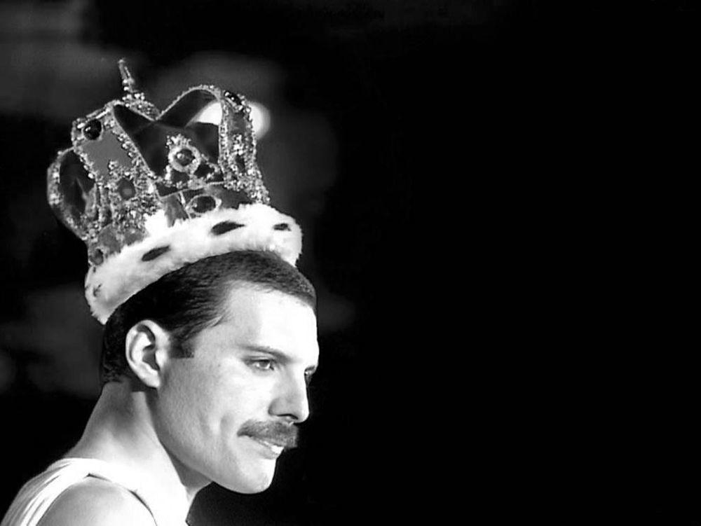 Wokalista zespołu Queen Freddie Mercury.