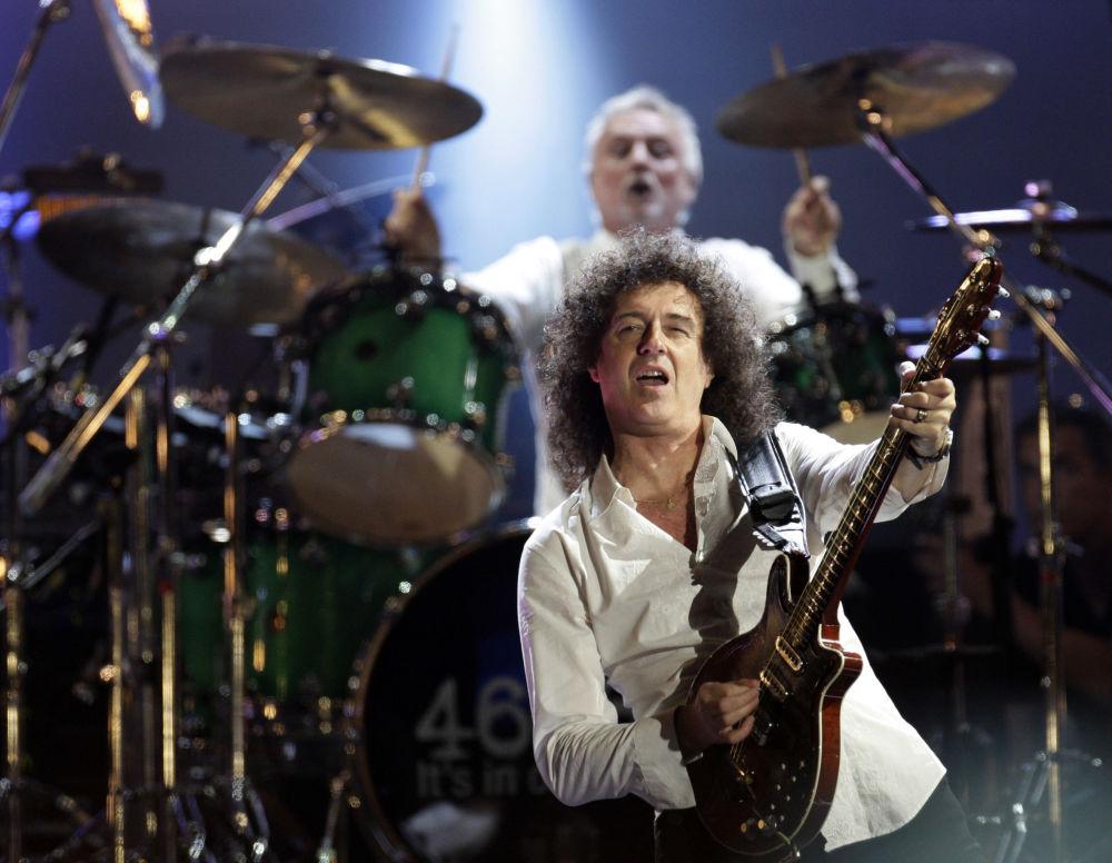 Brian May na koncercie charytatywnym 46664, poświęconym Nelsonowi Mandeli w Londynie.