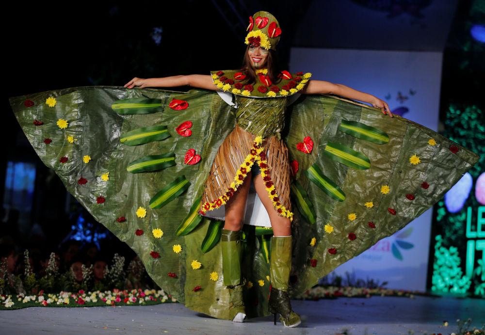 Modele wychodzili na wybieg w strojach wykonanych z kwiatów, owoców, liści oraz materiałów pochodzących z recyklingu.