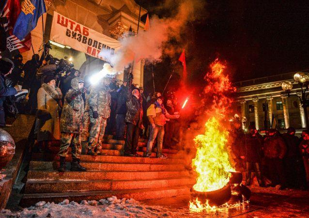 Uczestnicy akcji poświęconej rocznicy wydarzeń na Majdanie