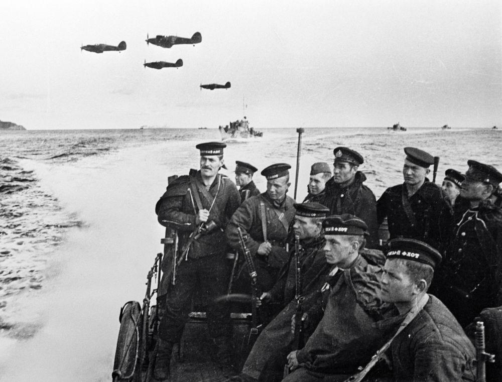 Żołnierze piechoty morskiej podczas Wielkiej Wojny Ojczyźnianej
