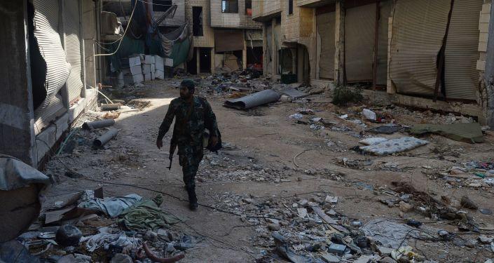 Żołnierz Syryjskiej Armii Arabskiej na przedmieściach Damaszku (Daraja)