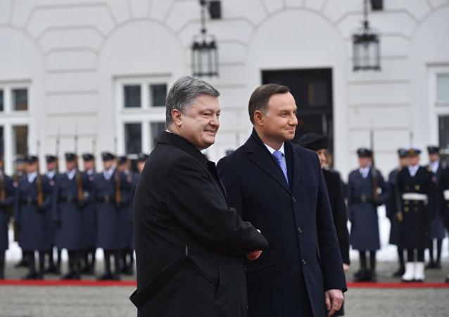 Prezydent Ukrainy Petro Poroszenko i prezydent Polski Andrzej Duda podczs spotkania w Warszawie