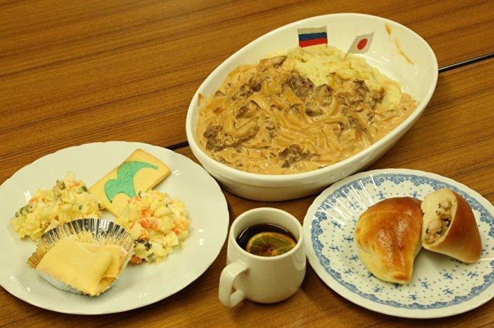 W restauracjach w Nagato opracowano specjalne menu z potrawami rosyjskiej kuchni