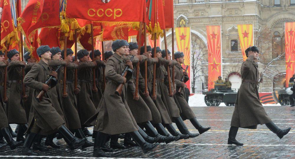 Marsz poświęcony 75. rocznicy parady wojskowej na Placu Czerwonym w 1941 roku