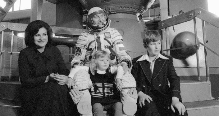 Kosmonauta Mirosław Hermaszewski z rodziną