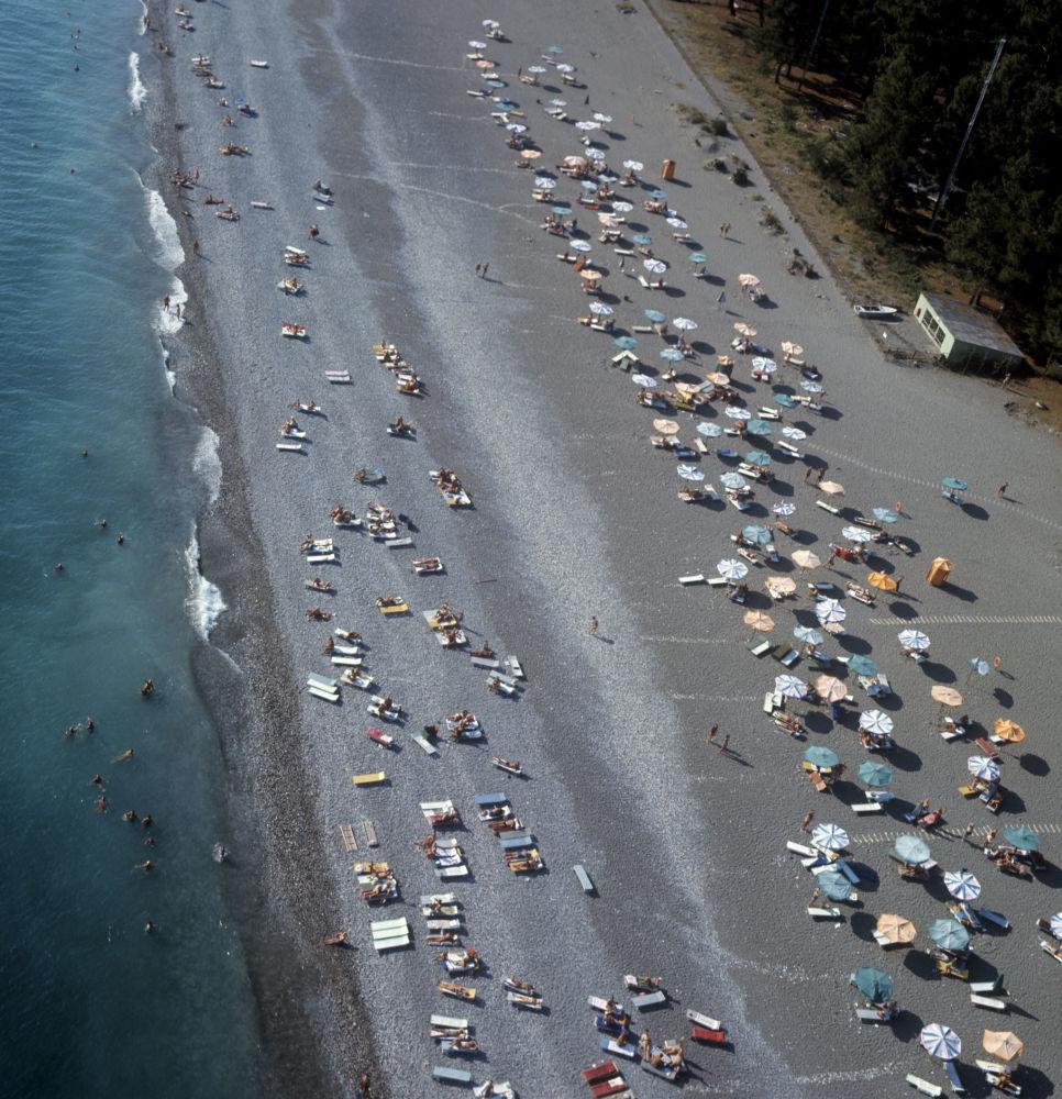 Wczasowicze na jednej z plaż Picundy, 1972 rok