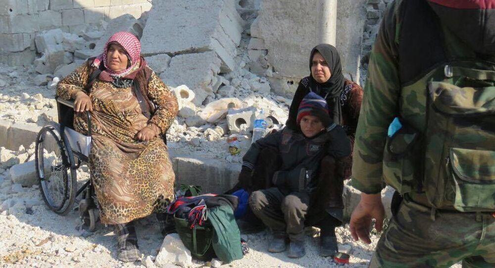 Mieszkańcy wyzwolonych kwartałów Aleppo.