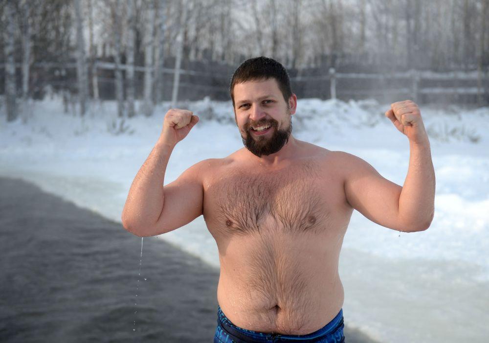 Wielbiciele pływania zimowego z klubu Biały Niedźwiedź w Jekaterynburgu